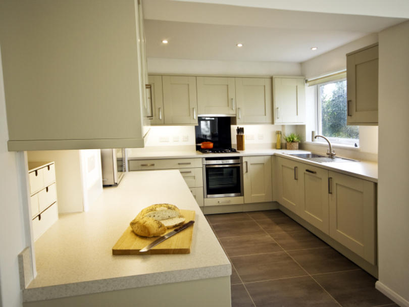 MILBOURNE ALMOND - Finished kitchen