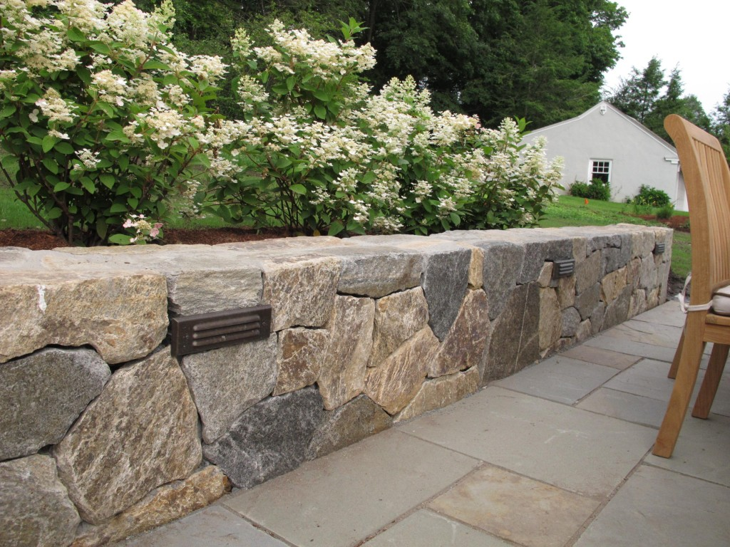 Useful variant of landscape wall