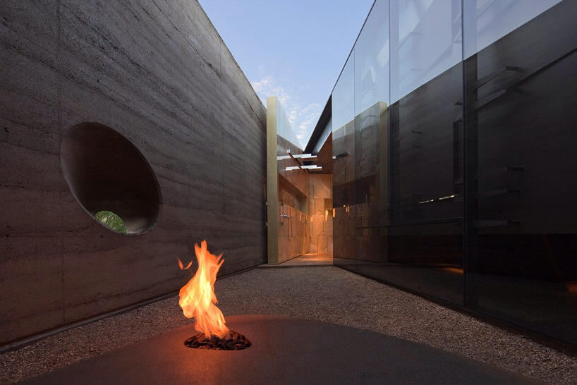 Visionary Courtyard House Piercing the Deserts of Arizona