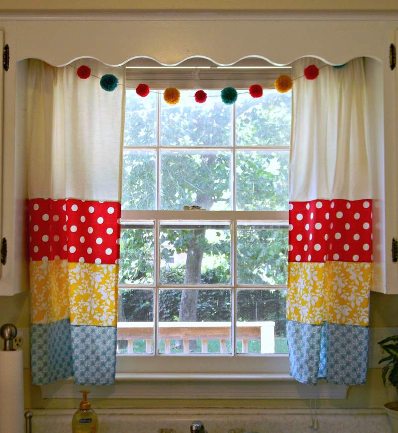 05 - colorful kitchen curtains ideas
