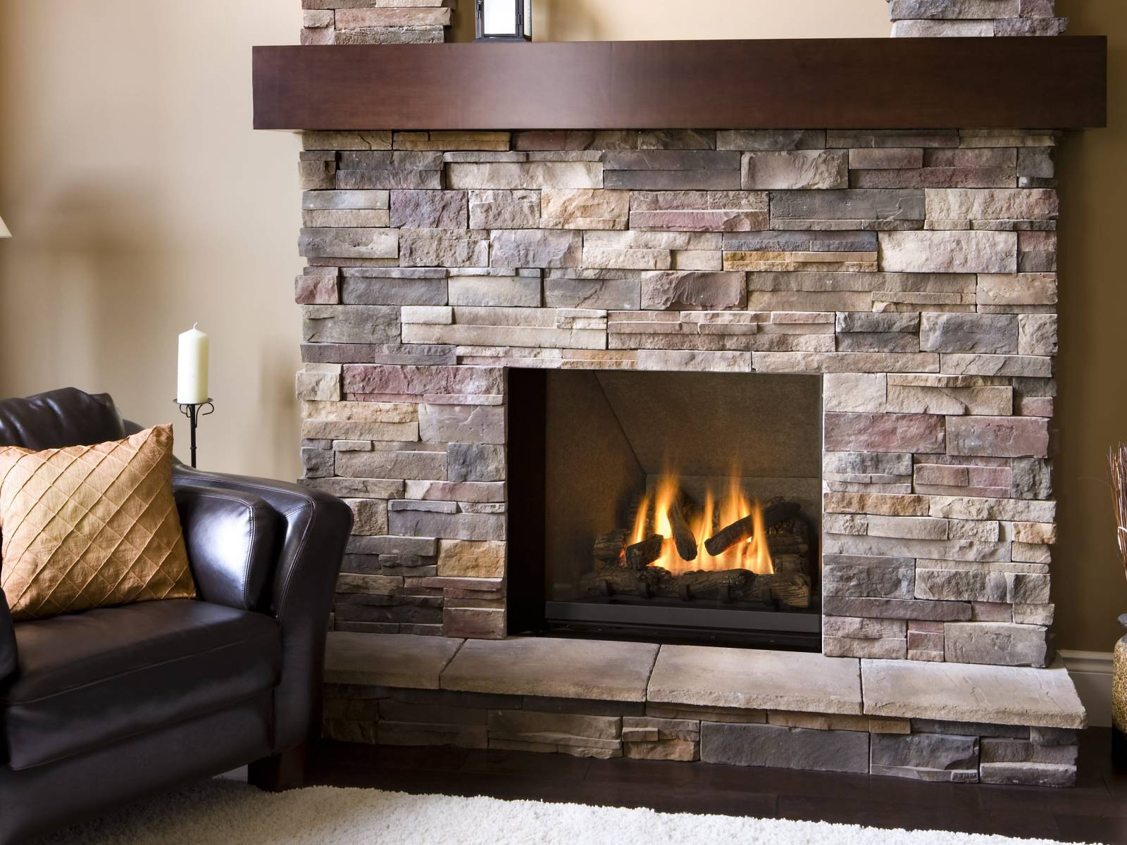 10 Flawless Ideas Of Stone Veneer Fireplace To Decorate Your Living Room